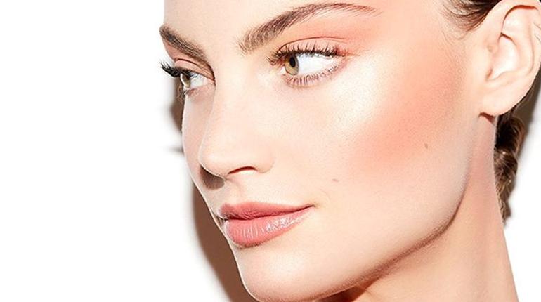 Conturarea feței cu blush