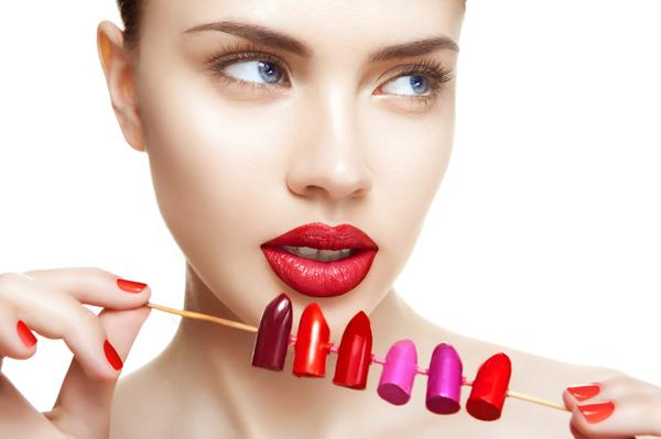 Machiajul buzelor în culori îndrăznețe
